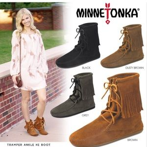 Minnetonka Tramper Ankle HI Boot in Black